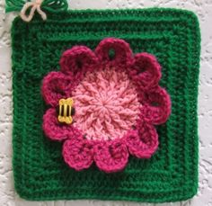 Bee on a flower - Linda M. www.knit-a-square.com