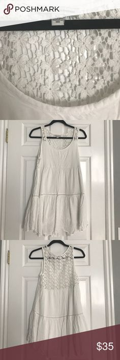 White summer dress with crocheted back SMALL 33.5 inches long from shoulder to longest point in back. 32 inches from shoulder to longest point in front. American Eagle Outfitters Dresses Backless