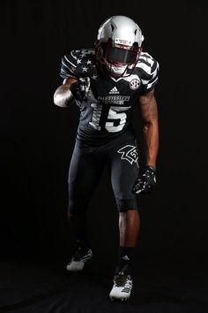 2016 Mississippi State Bulldogs black, flag-inspired alternate football uniforms College Football Uniforms, College Football Players, Football Is Life, Football Jerseys, Football Helmets, Baseball, Mississippi State Football, Oregon Ducks Football, Notre Dame Football