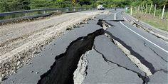 La vía que comunica a Pedernales con Cantón Jama, en la provincia de Manabí, quedó inservible.