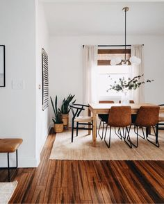 30 Charming Wooden Floor For Dining Room Design Ideas - Hardwood flooring can bring charm and class to any house. Whether it is the bedroom, the living room, or the dining room, hardwood flooring can easily. Decoration Inspiration, Dining Room Inspiration, Decor Ideas, Dinning Room Ideas, Boho Inspiration, Boho Living Room, Home And Living, Living Area, Bohemian Dining Rooms