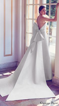 Giuseppe Papini 2017 (porto venere) strapless minimally embellished a line wedding dress large bow low back mv #wedding #bridal #weddingdress #romantic #giuseppepapini #couture