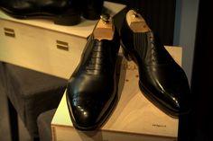 Mens black shoe~~COOL BASICS!!!!!~~KK Black Shoes, Men's Shoes, Dress Shoes, Man Of The House, Men's Fashion, Fashion Outfits, Dandy, Groomsmen, Men's Style