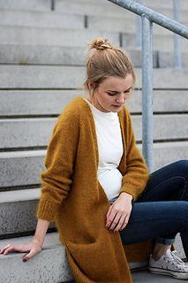 Ravelry: No Frills Cardigan pattern by PetiteKnit Knit Cardigan Pattern, Oversized Knit Cardigan, Sweater Knitting Patterns, Long Cardigan, Knit Patterns, Ravelry, Raglan Pullover, Cardigan En Maille, Gilet Long