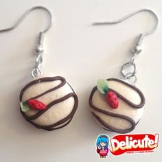 Do you remember those old school snacks made of sponge cake and decorated with chocolate swirls? We remember them with affection, so we wanted to re-create these yummy snacks in clay to have the chance to carry them always with us!  Find it on www.Delicute.com