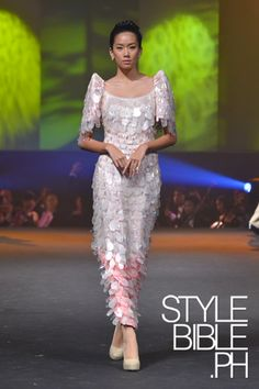 A couple of weekends ago, legendary designer and national artist, Pitoy Moreno presented a selection of over 60 Filipiniana garbs for a cha. Philippines Dress, Philippines Fashion, Modern Filipiniana Gown, Filipiniana Wedding, Formal Evening Dresses, Evening Gowns, Filipino Fashion, Asian Fashion, High Fashion