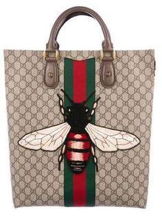 Gucci World-wide-web Animalier GG Best Carrier Gucci Handbags Sale, Coach Handbags, Prada Handbags, Gucci Bee Bag, Gucci Bags, Women's Crossbody Purse, Small Shoulder Bag, Leather Chain, Metallic Leather