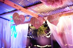 ピンクとブルーの納屋の結婚式  KT Crabb写真