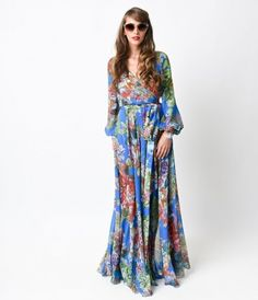 The only word here is magnificent, darlings. Presenting a diaphanous dress in a glorious fall floral throughout. Long do...Price - $118.00-2fChAlsr
