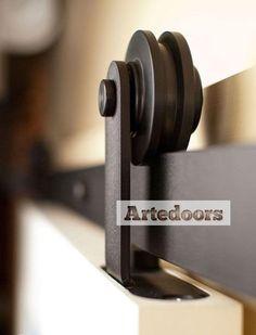 Guia puertas de madera correderas rústico S, semioculto, con sujección al peinazo o la parte superior de la puerta de madera corredera.