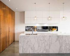 Best modern kitchen marble counters design photos and ideas Kitchen Interior, Modern Interior, Interior Styling, Melbourne House, Kitchen Pendants, Park Homes, Küchen Design, Design Ideas, Beautiful Kitchens