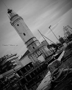 Il modo migliore per cercare di capire il mondo è vederlo dal maggior numero di angolazioni.  The best way to understand the world consista in seeing it from ad many Angeles ad possibile. #instatravel #lighthouse #pier #natgeo #igs_world #igersitalia #igworldclub #ig_rimini_ #ig_italia #volgoitalia #volgoemiliaromagna #volgobiancoenero #bnw_magazine #bnw_emiliaromagna #bnw_planet #vivorimini #nikonitalia #fantastic_earth #turismoer #loves_italia #seascapes #ahdirimini…