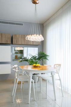 דירה שכורה בגבעתיים (לירון מולדובן ) Dining, Space, Table, House, Furniture, Home Decor, Dinner, Display, Meal