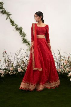 indian fashion Jewelry -- Click visit link above to find out Indian Attire, Indian Ethnic Wear, Indian Suits Punjabi, Punjabi Bride, Indian Wedding Outfits, Indian Outfits, Pakistani Dresses, Indian Dresses, Bollywood Dress