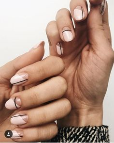 Simple Line Nail Art Designs You Need To Try Now line nail art design, minimalist nails, simple nails, stripes line nail designs Stylish Nails, Trendy Nails, Casual Nails, Line Nail Designs, Round Nail Designs, Clear Nail Designs, Short Nail Designs, Makeup Designs, Neutral Nail Art