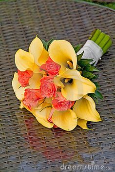 ...WOOOOWWW... or like this....but different colors...Wedding bouquet with orange roses but exchange the yellow Cala Lilies for white