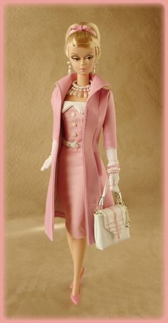 Love Silkstone Barbies for their absolutely gorgeous clothes. I wish the…                                                                                                                                                                                 Más
