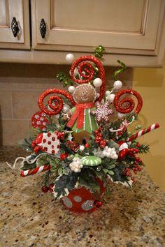 Gingerbread Man Arrangement by kristenscreations on Etsy Gingerbread Man Decorations, Grinch Decorations, Christmas Door Decorations, Christmas Centerpieces, Holiday Wreaths, Gingerbread Men, Table Centerpieces, Christmas Floral Arrangements, Flower Arrangements