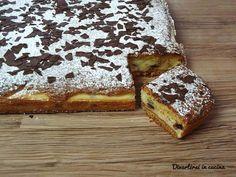 Torta con crema di ricotta e cioccolato. Un dolce semplice e veloce da preparare. Una torta fresca e golosa, adatta in ogni occasione.