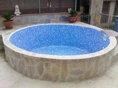 como hacer piscina de obra elevada Piscina Diy, Mini Piscina, Small Backyard Pools, Backyard Pool Designs, Small Pools, Swimming Pool House, Natural Swimming Pools, Indoor Jacuzzi, Moderne Pools