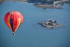 Pas un bruit, il est tôt, une montgolfière dans le ciel au dessus de la Ria d'Etel, magnifique ! http://www. leclosdumenallen.com
