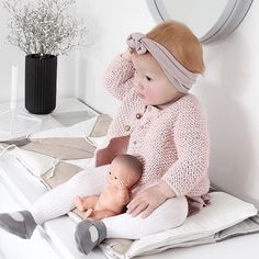 We can't figure out which one is the doll and which one is real @lifeoffrankiemiller. #ptbaby @blondeandbone #adorable