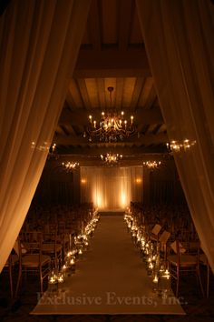 Dress up a ballroom for a ceremony - Candlelit ceremony I Warm lighting