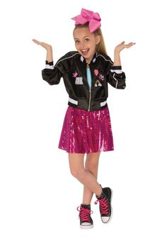 JoJo Siwa is a tween phemon. She has marketed her dance career from the aspiring dancer with the big bow to her very own brand. She is a role model that many girls look up to, and a JoJo Siwa Hallo… Celebrity Halloween Costumes, Halloween Costumes For Girls, Halloween Dress, Halloween Kostüm, Mermaid Kids, Cute Mermaid, Katniss Everdeen, Spice Girls, Jojo Siwa Music Videos