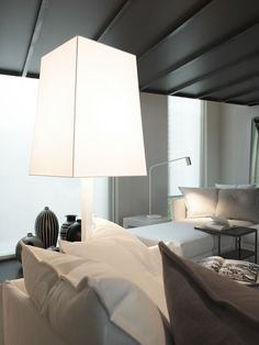 Jackie floor lamp white lacquered