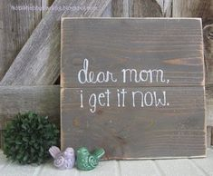 Small pallet signs using cedar boards, wood stain and chalk pen. Mother's Day gift DIY home decor Not2ShabbyDarling.blogspot.com #WoodProjectsDiyStains