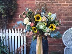 """The Meadow Floral Design on Instagram: """"Bringing the Sunshine, this Mother's Day! ☀️🌻💛 Pre-ordering is KEY just FYI!  #mothersday #florist #dubboflorist #sunflower #mum #love…"""""""