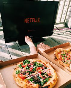 Pizza + couch + movie + friends = perfection (this couldn't get any better)