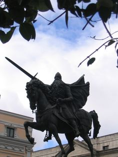 El Cid - Wikipedia, the free encyclopedia University Of Utah, Aragon, House In The Woods, Statue Of Liberty, Christianity, Medieval, Lion Sculpture, Castle, Military