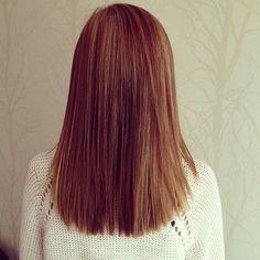 Shoulder length hair....WANT this length! I should cut my hair!
