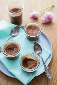Kleine Schokoladencreme für das Vesper (Petits pots de crème au chocolat pour le goûter)