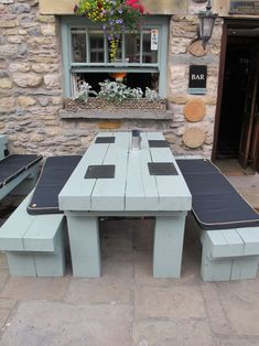 Look this awesome Garden bench Makeover Ideas 8970105530 Garden Bar, Garden Table, Dream Garden, Outdoor Projects, Garden Projects, Back Gardens, Outdoor Gardens, Railway Sleepers Garden, Pub Interior