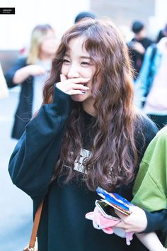 subwoofer on in 2020 Curly Asian Hair, Wavy Hair, New Hair, Curly Hair Styles, Beach Photography Poses, Soyeon, Permed Hairstyles, Korean Girl Groups, Kpop Girls