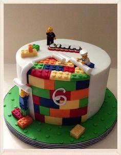 Nick King on Wow – lego cake! Nick King on Wow – lego cake! Fondant Cakes, Cupcake Cakes, Cupcakes, Lego Torte, Bolo Lego, Lego Birthday Party, Cake Birthday, 5th Birthday, Cakes For Boys