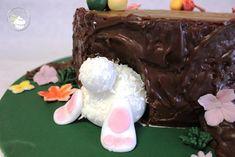 Karottenkuchen Habt ihr schon mal Karottenkuchen gegessen? Passend zu Ostern wollte ich einen Kuchen zaubern. Bei all den Hasen dachte ich gleich an Karottenkuchen. Und er war sehr sehr lecker…. Die Deko an sich war relativ einfach umzusetzen. Ich habe es auf dem Blog beschrieben.