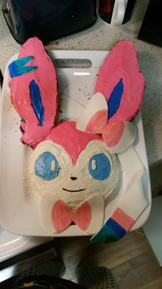 My close friend and lovely girlfriend made me a Sylveon cake for my birthday today!