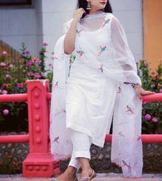 Buy Designer Indian Saree, Bollywood Collection of Anarkali Salwar Suits, Designer Gowns Salwar Designs, Blouse Designs, Dress Indian Style, Indian Wear, Indian Outfits, White Salwar Suit, Salwar Suits, Salwar Kameez, Patiala Salwar