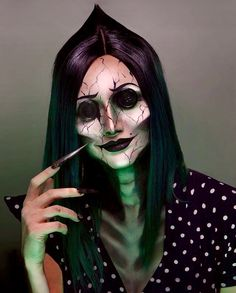 Looking for for inspiration for your Halloween make-up? Browse around this website for creepy Halloween makeup looks. Looks Halloween, Unique Halloween Makeup, Halloween 2019, Scary Halloween Costumes, Halloween Cosplay, Halloween Zombie, Halloween Parties, Halloween Horror, Halloween Christmas