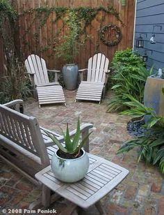 Cool Small Courtyard Garden Design Ideas For You - While you may't bodily enhance the scale of a small backyard, you may definitely make use of a number of visible tips to create the phantasm of area. Small Outdoor Patios, Outdoor Patio Designs, Backyard Ideas For Small Yards, Small Backyard Landscaping, Backyard Retreat, Outdoor Spaces, Cozy Backyard, Cozy Patio, Extra Small Garden Ideas