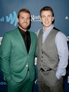 CHRIS EVANS HAD A BROTHER WHY WASN'T I INFORMED OF THIS??? (his name is scott)