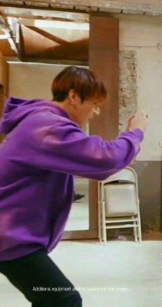 BTS x Samsung – funny photo Bts Taehyung, Bts Bangtan Boy, Bts Jimin, Jhope, Bts Memes Hilarious, Bts Funny Videos, Foto Bts, Dance Music, Vhope Fanart