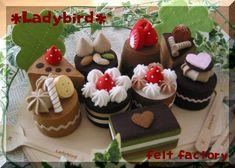 フェルト~チョコ♪チョコケーキ - くしろ暮らし♪♪ Felt Crafts, Crafts To Make, Felt Food Patterns, Felt Cake, Felt Play Food, Altered Book Art, Food Stands, Felt Quiet Books, Cupcakes