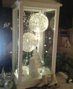 Lantaarn met ballen en lichtjes