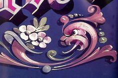 El dragón, las flores y las colas de ratón, los símbolos del filete porteño. Foto: Archivo /Nicolás Rubió Ornament Drawing, Tattoo Signs, Sign Writing, Arte Popular, Hand Painted Furniture, Wooden Art, Painting Techniques, Cake Decorating, Craft Projects