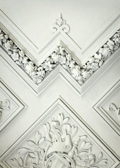 Eye-catching details in white molding
