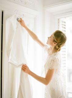 Comment conserver sa robe de mariée? Laetitia nous livre tous ses secrets... Grâce à J'aime ma robe, votre robe sera bien à l'abri et traversera le temps sans encombre
